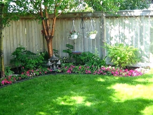 Best Small Backyard Landscaping Ideas And Design On A ... on Simple Small Backyard Ideas id=97346