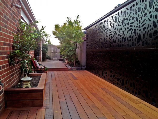 small outdoor deck ideas 4.Pretty Partitions